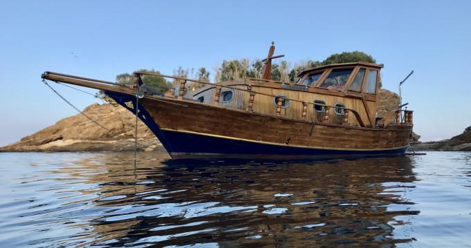 Location bateau Cantiere Lampedusa Gozzo cabinato legno à Porto Azzurro sur Samboat