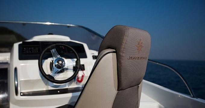 Jeanneau Cap Camarat 7.5 WA Serie 2 entre particuliers et professionnel à Sumartin