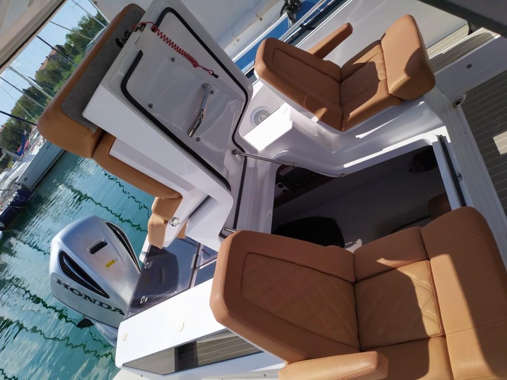 Boat rental Axopar 28 in Šibenik on Samboat