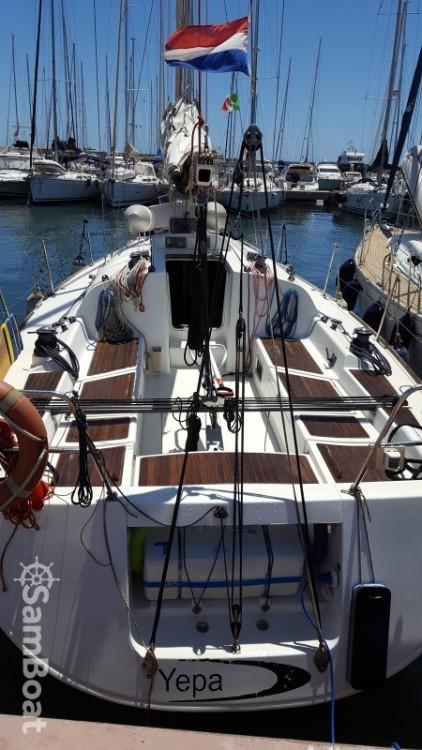 Bénéteau First 36.7 entre particuliers et professionnel à Ponza