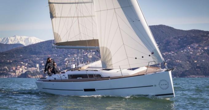 Location yacht à Port du Crouesty - Dufour Dufour 310 sur SamBoat