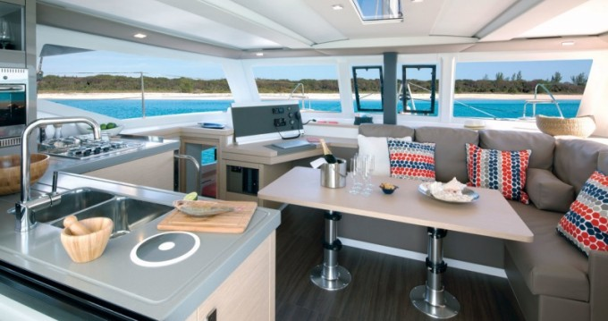 Catamaran à louer à Port du Crouesty au meilleur prix