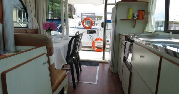Location bateau Sablé-sur-Sarthe pas cher Nicols 1010