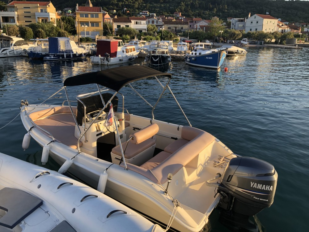 Hire Motor boat with or without skipper Coverline Preko