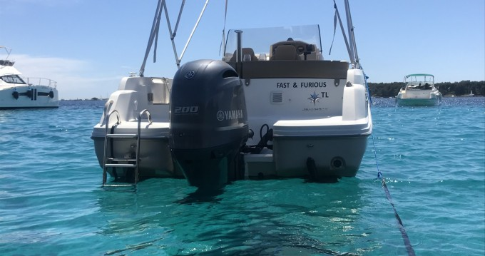 Location bateau Golfe-Juan pas cher Cap Camarat 6.5 CC