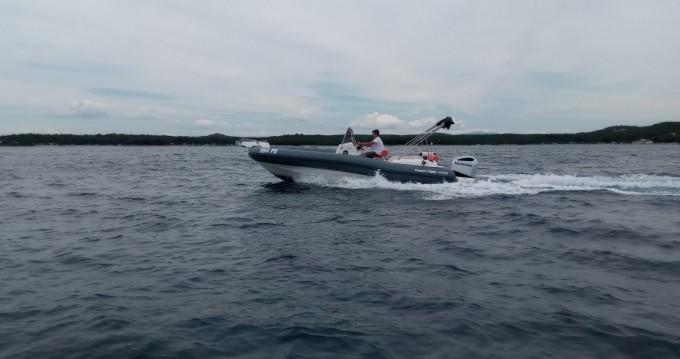 Louez un Marlin Boat MARLIN 790 PRO GRAY ORANGE à Vrsar-Orsera