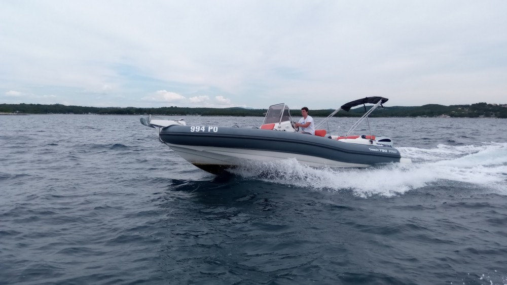 Ein Marlin Boat MARLIN 790 PRO GRAY ORANGE mieten in Vrsar