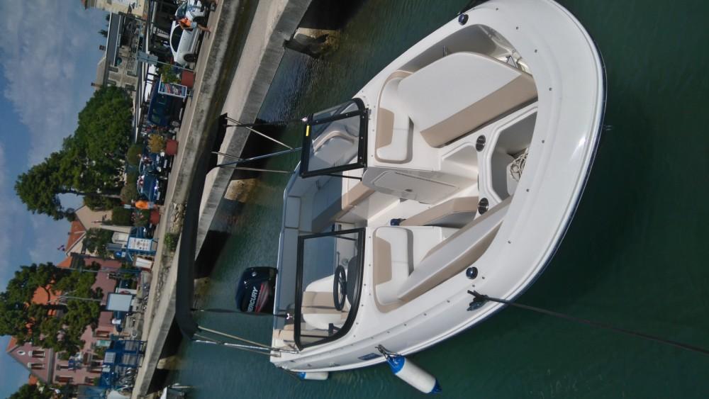 Louer Bateau à moteur avec ou sans skipper Bayliner à Biograd na Moru