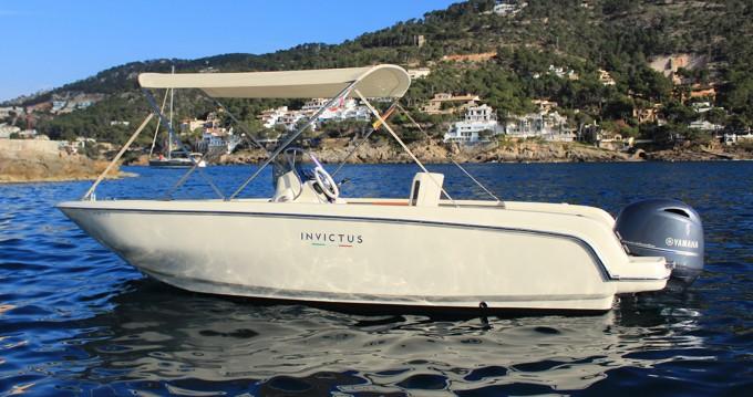 Louer Bateau à moteur avec ou sans skipper Invictus  à Port d'Andratx