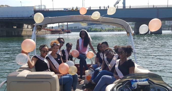Location bateau Paris pas cher Party Barge 24