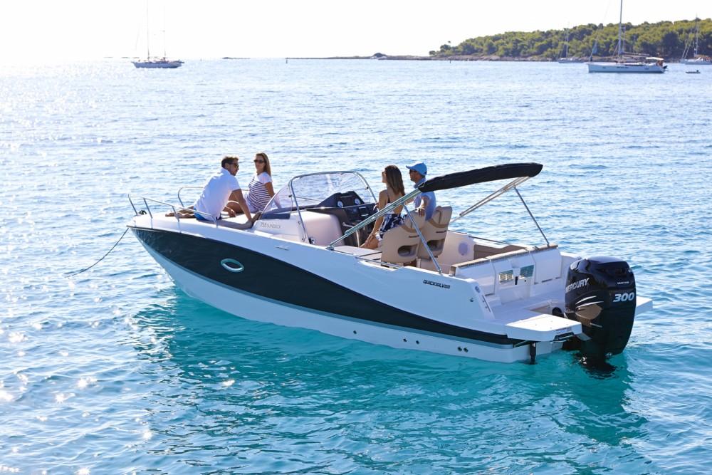 Louez un Quicksilver Activ 755 Sundeck à Îles Canaries