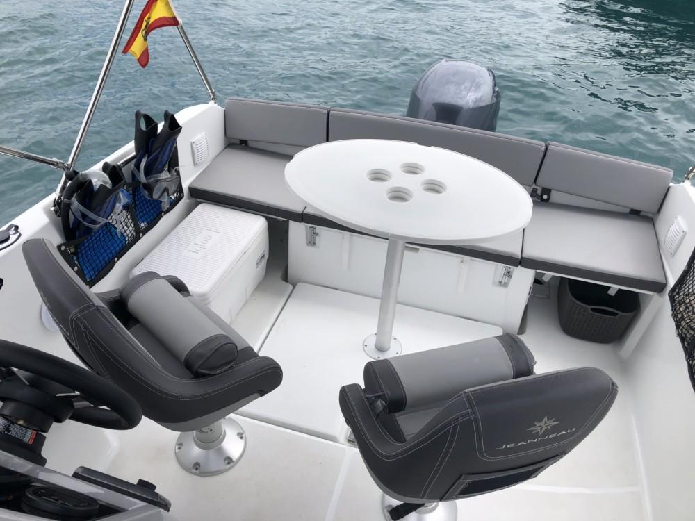 Louez un Jeanneau Cap Camarat 5.5 WA Serie 2 à Ibiza