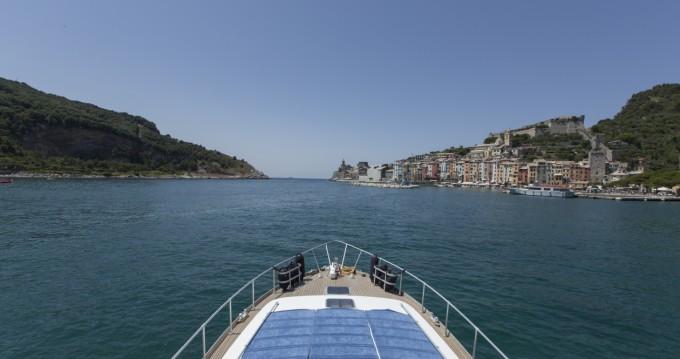 Louer Bateau à moteur avec ou sans skipper Camuffo à La Spezia