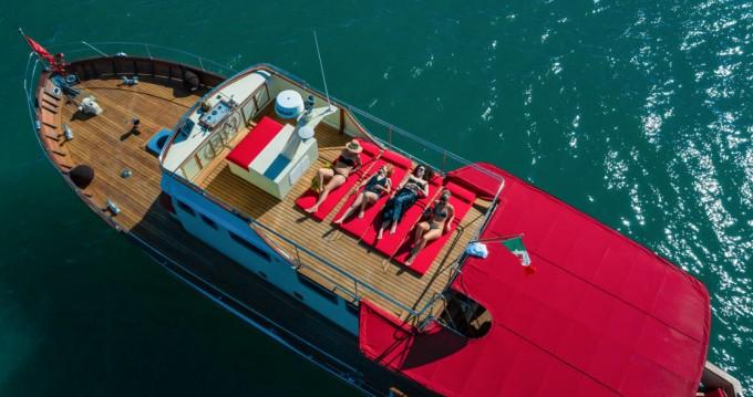 Louez un Trawler 64 à Trieste