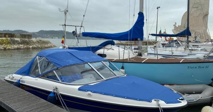 Louer Bateau à moteur avec ou sans skipper Bayliner à Lisbon