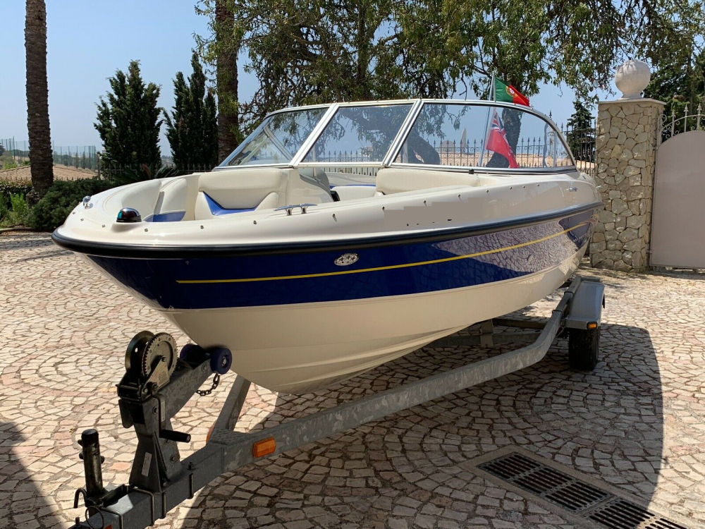 Louer Bateau à moteur avec ou sans skipper Bayliner à Lisbonne