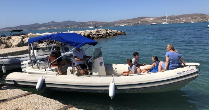 Louer Semi-rigide avec ou sans skipper Capelli à Paros