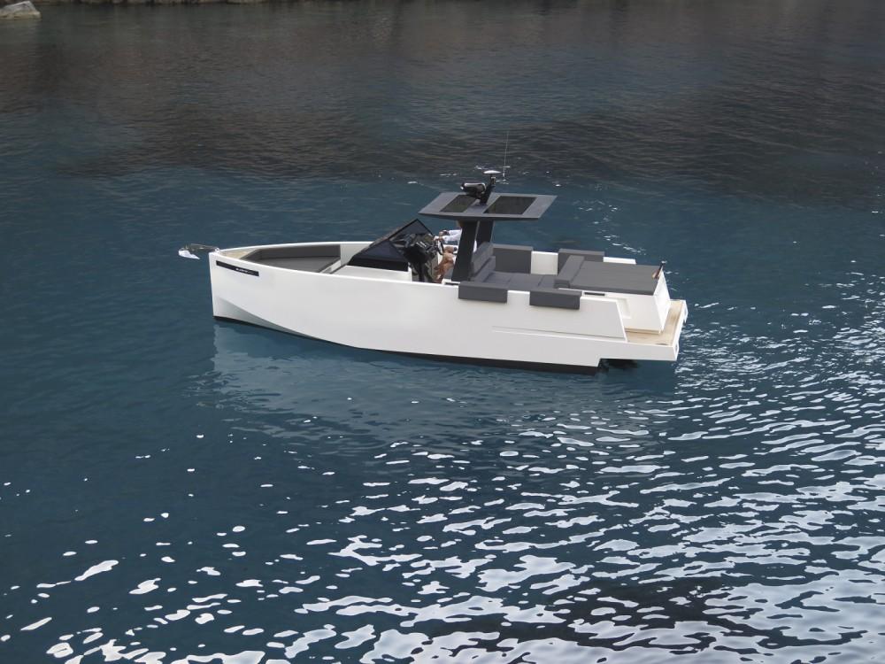 Louer Bateau à moteur avec ou sans skipper DE ANTONIO Yachts à Ajaccio