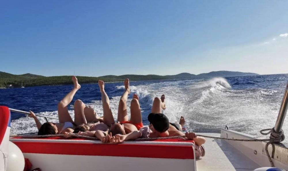 Location bateau Mercan 36 excursions à Bol sur Samboat