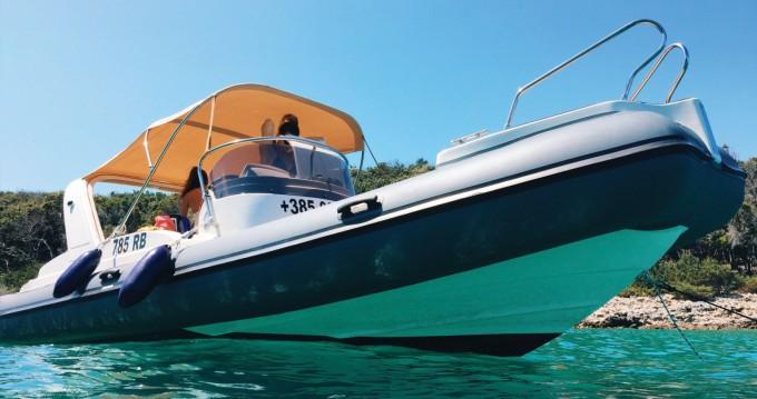 Location bateau Aquamax B23 F à Otok Rab sur Samboat