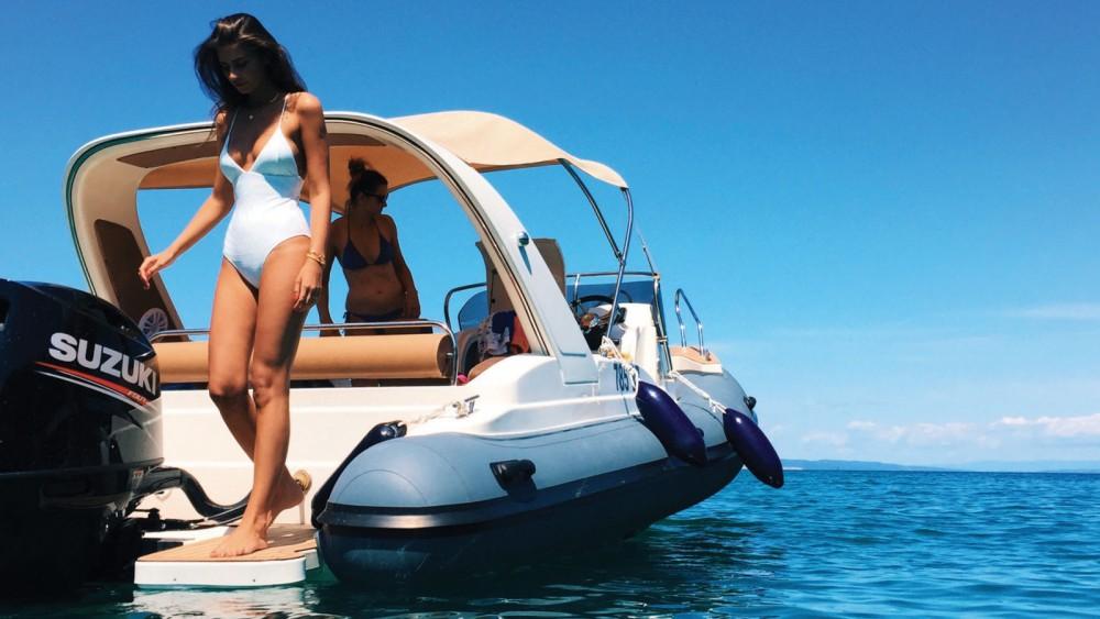 Louer Semi-rigide avec ou sans skipper Aquamax à Croatie