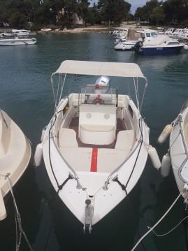 Louer Bateau à moteur avec ou sans skipper NAVALPLASTICA à Fažana-Fasana