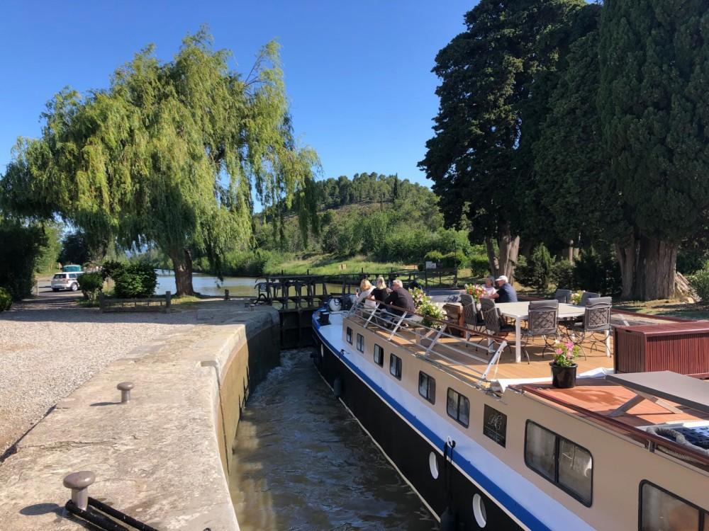 Location bateau Peniche Canal du midi à Carcassonne sur Samboat