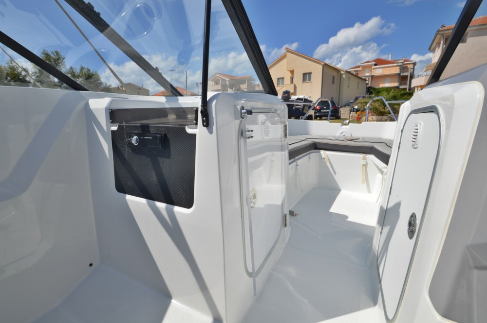 Location bateau Jeanneau Cap Camarat 5.5 BR à Betina sur Samboat