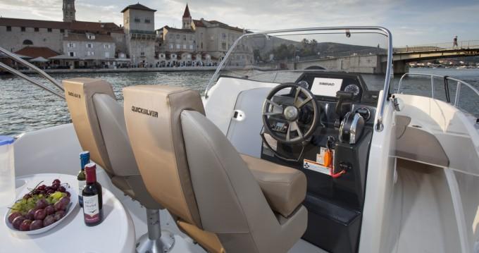 Bateau à moteur à louer à Makarska au meilleur prix