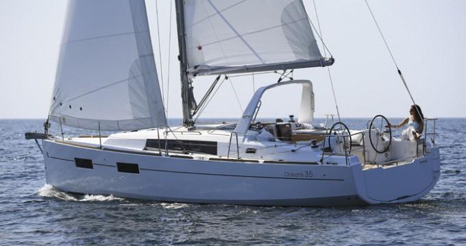 Location bateau Cannigione pas cher Oceanis 350