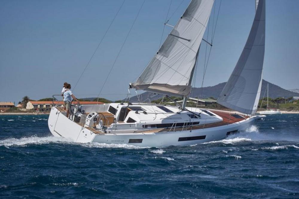 Location bateau Jeanneau - Sun Odyssey Sun Odyssey 440 à Cannigione sur Samboat