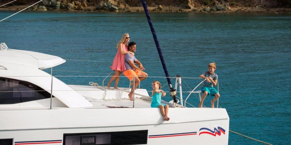 Louer Catamaran avec ou sans skipper Robertson-Caine à Cannigione