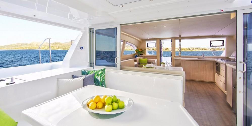 Location Catamaran Robertson-Caine avec permis