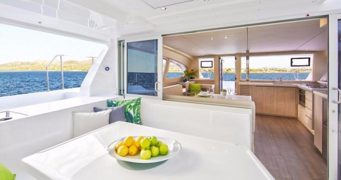 Louer Catamaran avec ou sans skipper Robertson and Caine à Cannigione