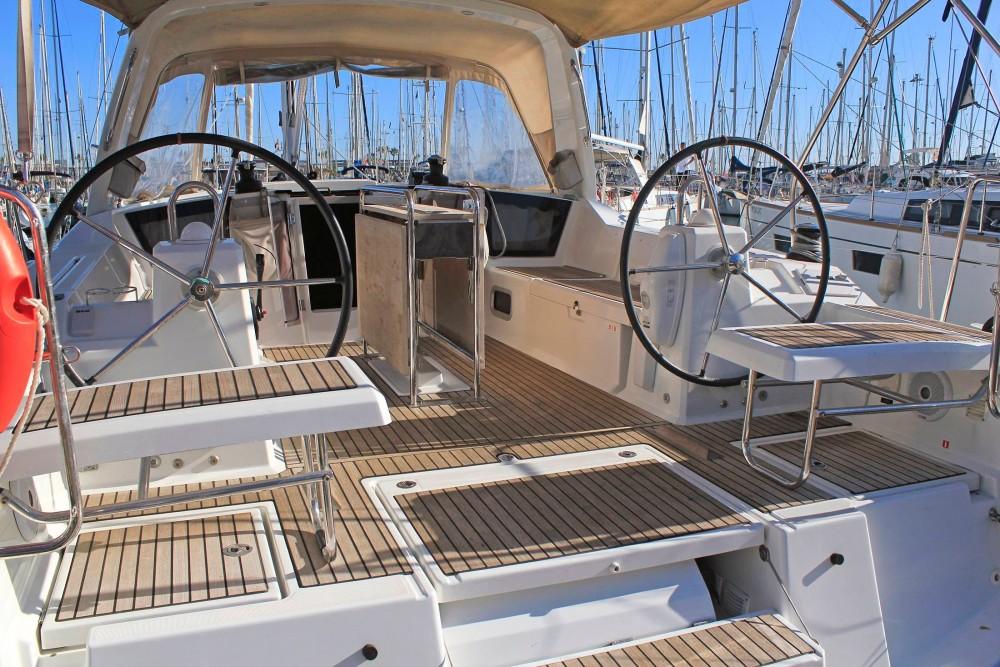 Location yacht à  - Bénéteau Oceanis 41.1 sur SamBoat