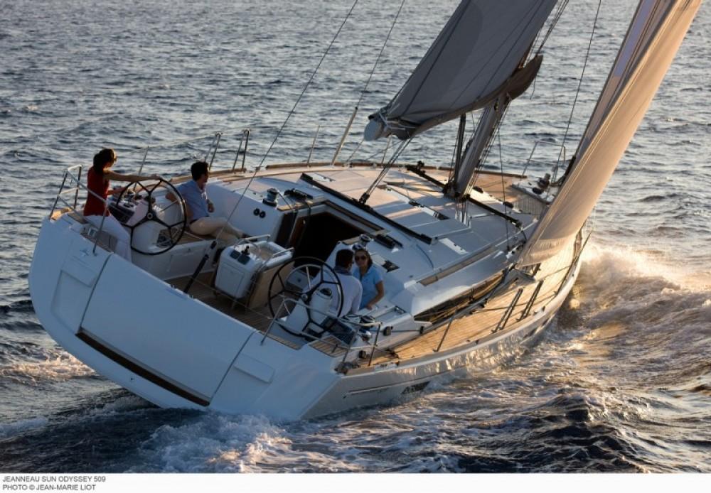 Location bateau Jeanneau Sun Odyssey 519 à Laurion sur Samboat