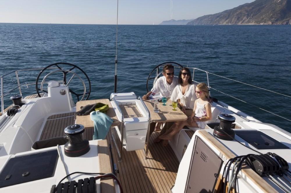 Location bateau Jeanneau Sun Odyssey 479 à Cos sur Samboat