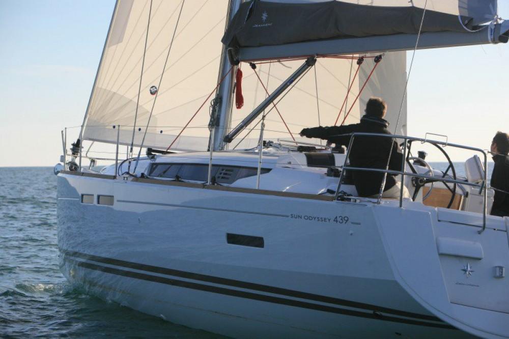 Jeanneau Sun Odyssey 439 entre particuliers et professionnel à Laurion