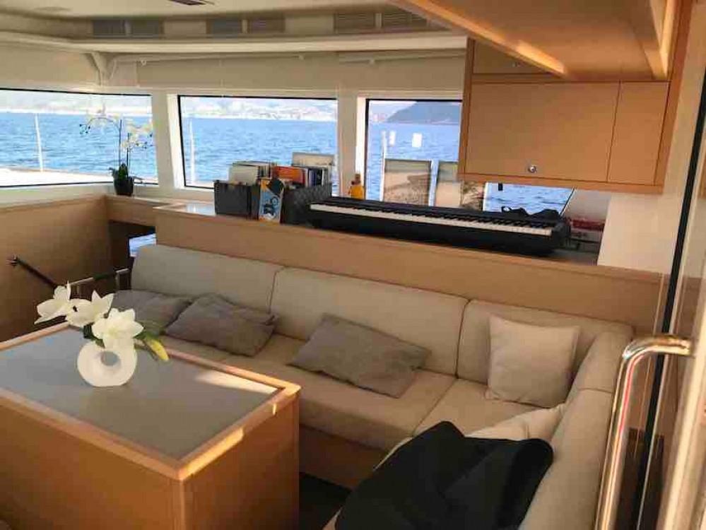 Catamaran à louer à Port Saint-Pierre au meilleur prix