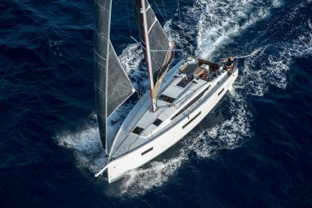 Location yacht à  - Jeanneau Sun Odyssey 410 sur SamBoat