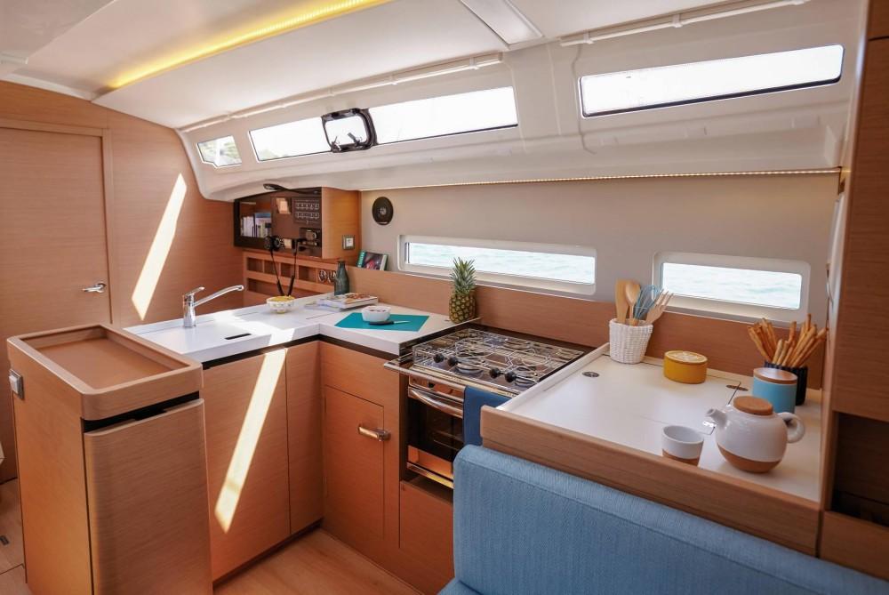 Louez un Jeanneau Sun Odyssey 410 à