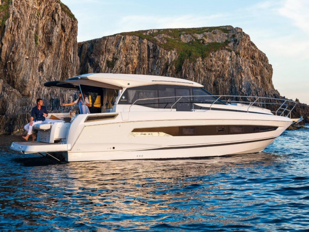 Location yacht à Marina d'Arechi - Jeanneau Jeanneau NC 37 sur SamBoat