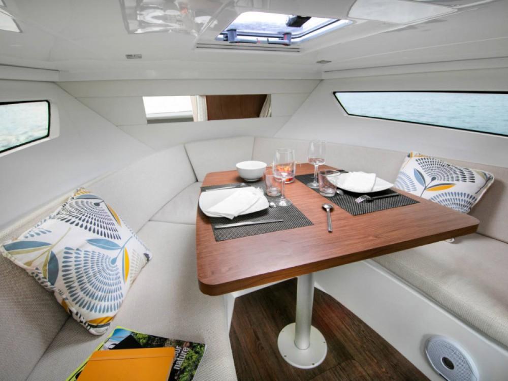 Louer Bateau à moteur avec ou sans skipper Jeanneau à Marina d'Arechi