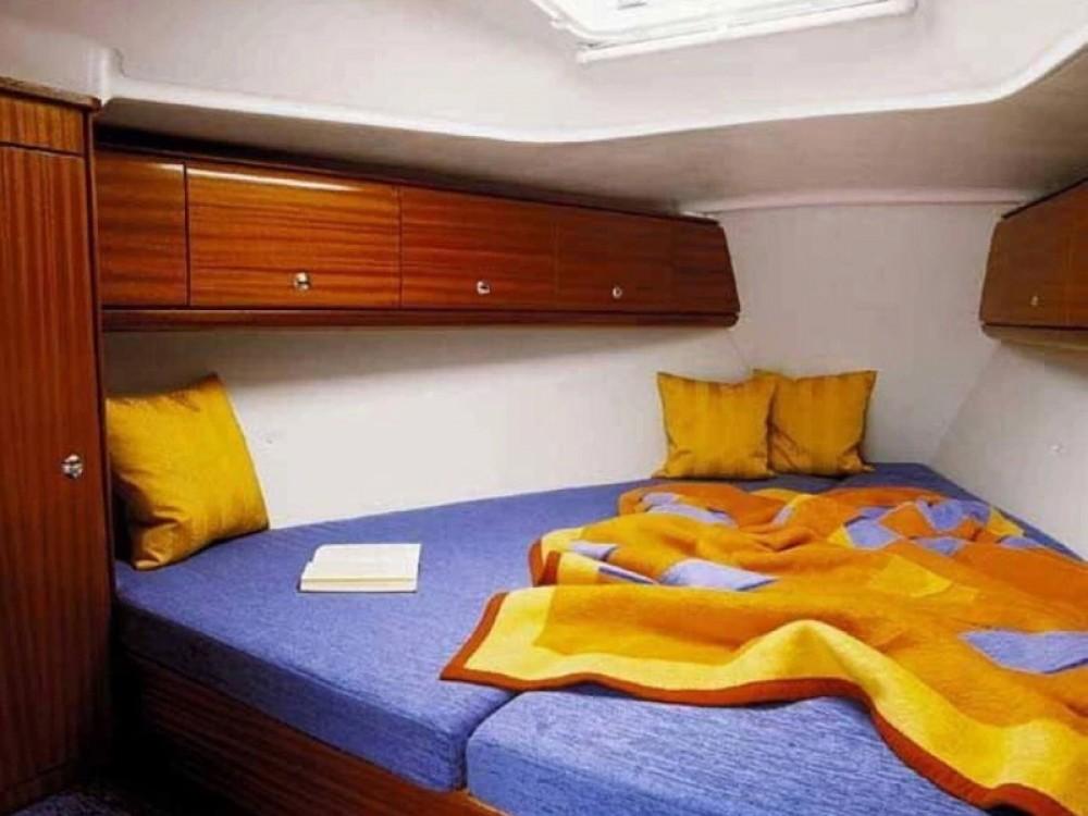 Location bateau Marina de Alimos pas cher Bavaria 32