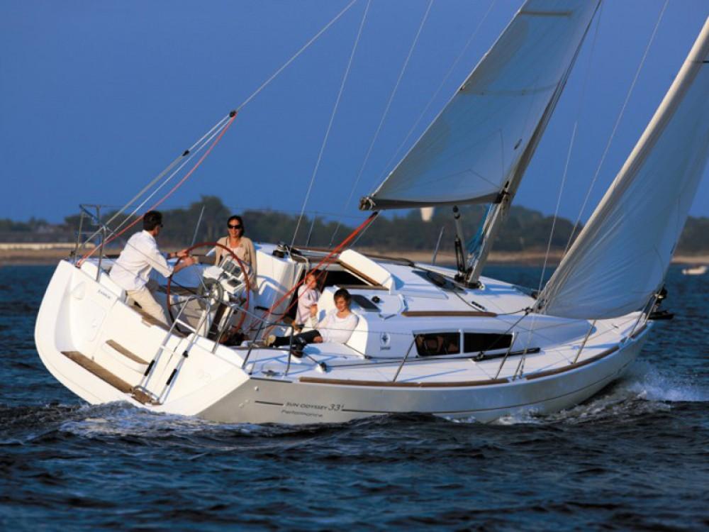 Jeanneau Sun Odyssey 33i entre particuliers et professionnel à Marina Gouvia