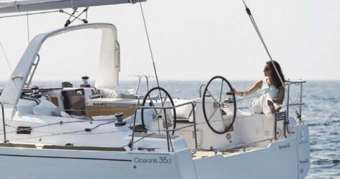 Location bateau Cannigione pas cher Oceanis 35.1