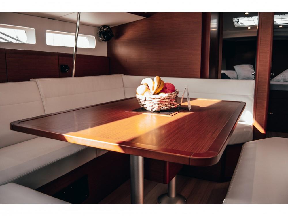 Location bateau Jeanneau Sun Odyssey 519 à Marina Lanzarote sur Samboat