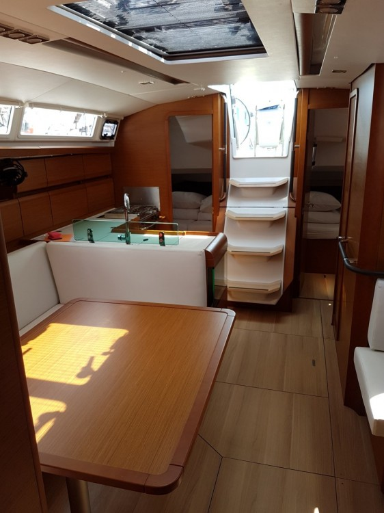 Location bateau Jeanneau Sun Odyssey 419 à  sur Samboat