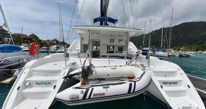 Location bateau Eden Island pas cher Lagoon 440