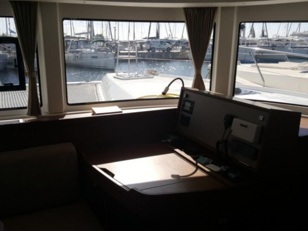 Louer Catamaran avec ou sans skipper Lagoon à Álimos